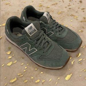 New balance sage green sneaker